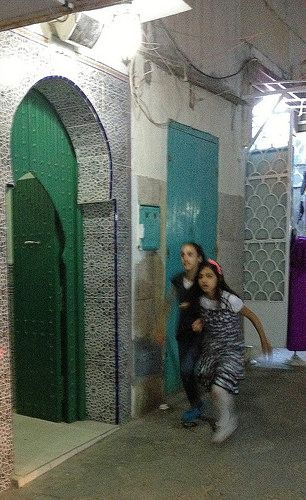 Berber girls playing in the streets of Assilah | Maroc Désert Expérience | Flickr - Photo Sharing!