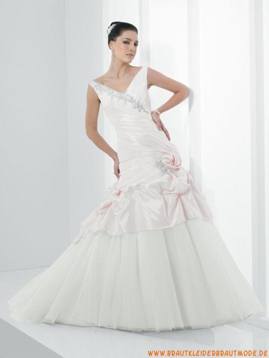 Romantische neue Brautmode aus Taft und Tüll mit Schleppe