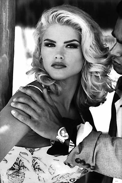 Classic Anna Nicole Smith. Via Vinture Blog. classic beauty, hollywood beauty, glamour make up, hair and beauty trends from hollywood,