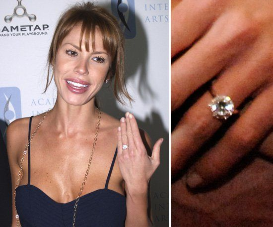 Pin for Later: The Very Best Celebrity Engagement Rings Nikki Cox Nikki Cox and Jay Mohr announced their engagement news in February 2006, and she flashed a large solitaire on her left hand later that month.