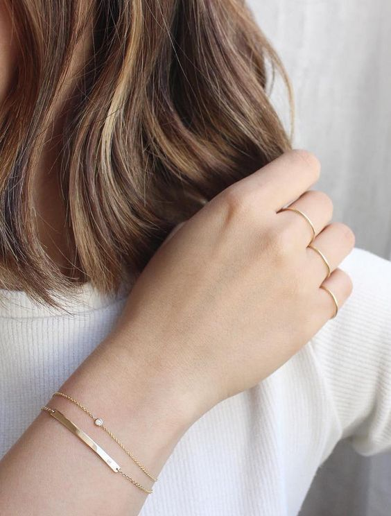 Keep your delicate jewelry layering simple. | www.vraiandoro.com: