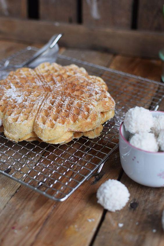 Raffaello-Kokos-Waffeln & Raffaello-Kokos-Eis - Coconut Ice Cream And Coconut Waffles | Das Knusperstübchen