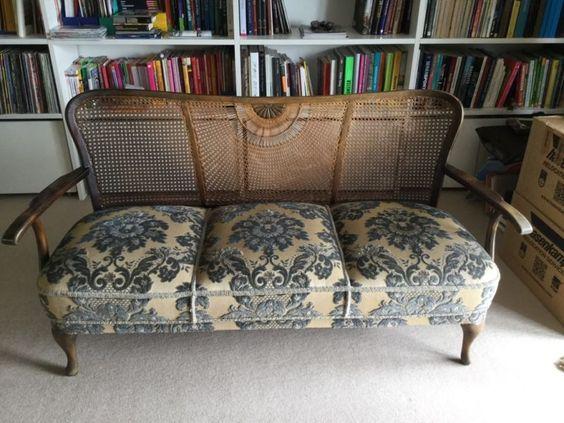 Sofa aus Oma's Zeiten. Kann nicht genau sagen wie alt.Gebrauchsspuren siehe…