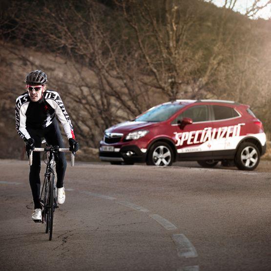 Opel y Specialized siguen unidos para que donde no llega el coche, llegue la bicicleta.