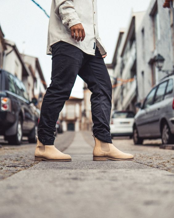 Black jeans combo with Galeao handmade boots. Iconic silhouette for men outfits