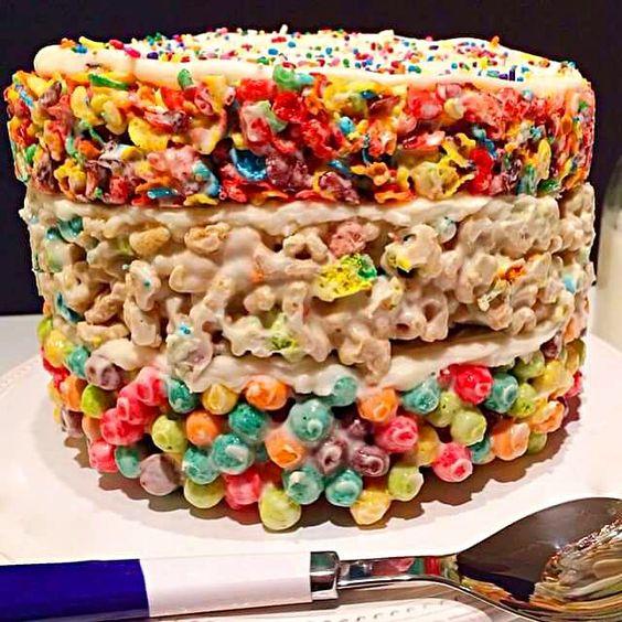 レシピとお料理がひらめくSnapDish - 8件のもぐもぐ - fruity pebbles, lucky charms marshmallow treat by CHEF ACK