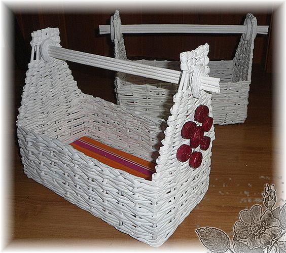 Cestas de papel de peri dico reciclado baskets with newspaper decoracion pinterest - Cestas de papel periodico ...