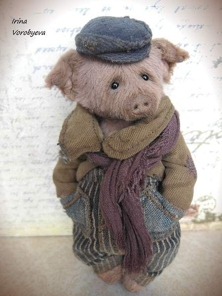 "Egor By Irina Voroby?va - Hello! To meet, pig, Egor! Growth of pigs 13. 5 cm (5.5 ""). Materials: viscose, 6 cotter pins, head on double cotter pin (swinging), sawdust, granulate Metallichesky.Jacket - is linen, cotton, buttons. Cap - cotton. Pants - button, cotton.Scarf - viscose. All ..."