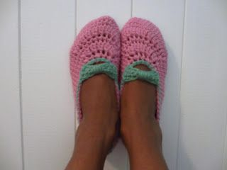 Jay's Boutique Blog: FREE PATTERN: Girl's Bow Strap Slippers