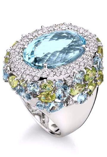 Ring in 18K white gold with round diamonds, aquamarine and peridot.