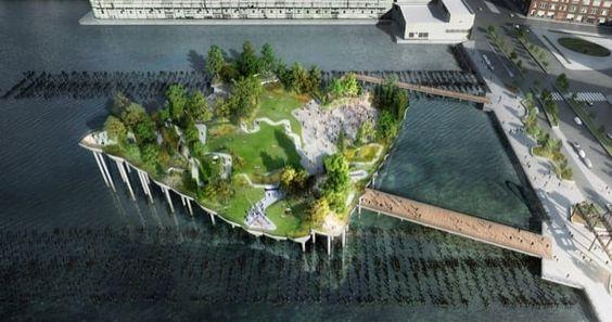 Pier 55: parque flotante para Nueva York. Thomas Heatherwick y Signe Nielsen diseñaron Pier 55, un parque flotante localizado en entre los muelles 54 y 56 del río Hudson, en Nueva York. El parque alcanza una extensión de una hectárea, y se caracteriza por tener una topografía accidentada, creada sobre una estructura de pilotes de hormigón. Hay jardines y paseos, además de un anfiteatro con vistas a Nueva Jersey. Está financiado casi en su totalidad por la familia Dil