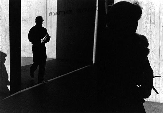 A Study of Light, Shadows, and Framing: Street Photos by Ray Metzker raymetzker 2