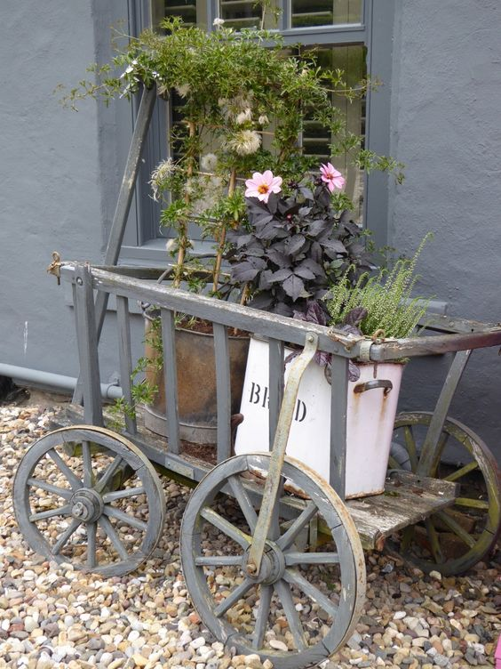 Planting up pots………………..   BusyBee