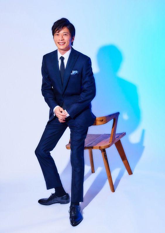 椅子にすがる田中圭