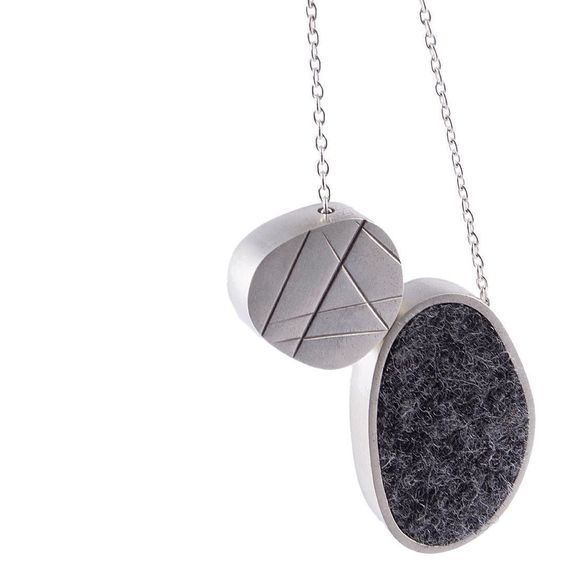 Colar coleção pedras _ #verapinto #silver #burel #lojaitdesign #deboraquer #saopaulo #necklace #contemporaryjewellery #handmade #giftideas #design by verapinto.joias