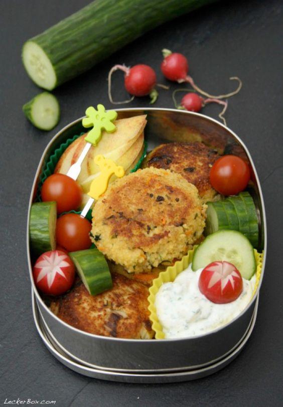 Für's Büro und die Mittagspause: Couscous Bratlinge mit Kräuterquark. Noch mehr tolle Rezepte gibt es auf www.Spaaz.de