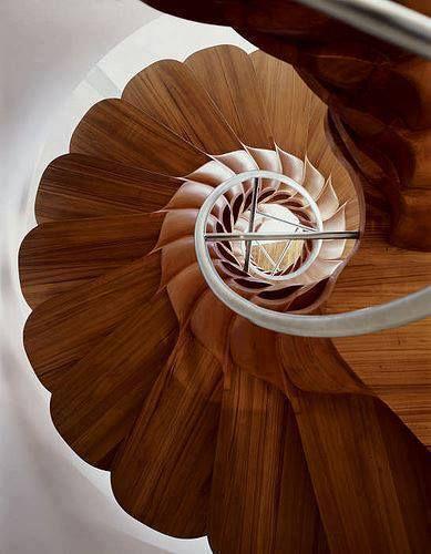 Schneckendesign aus Massivholz.