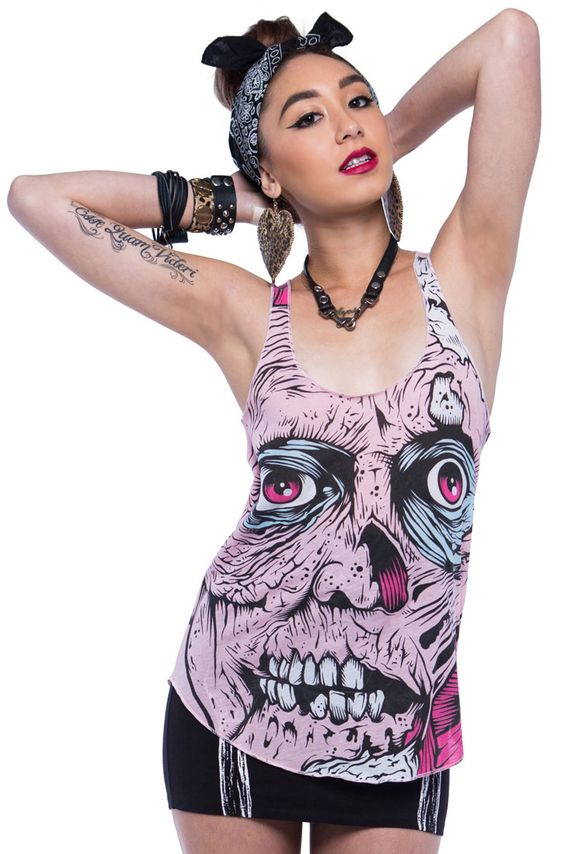 """Knall Farben, Neons, Skulls, Einhörner und jede Menge weitere heisse Designs, getreu dem Motto """"Made with Love"""", das ist sprichwörtlich die Verinnerlichung des Labels Iron Fist!"""
