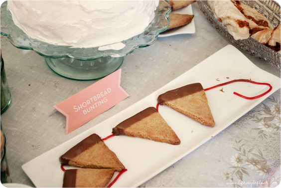 Shortbread bunting at http://www.lifestyleflash.com/2012/wish-magazine-launch-party/