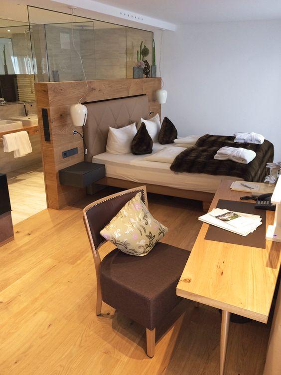 Hotel traube einrichtung hotelzimmer stuhlfabrik for Hotelzimmer design
