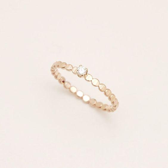 DiamantRing mit gehammerte Perlen Band in 14 von ClaraChoJewelry, $318.00