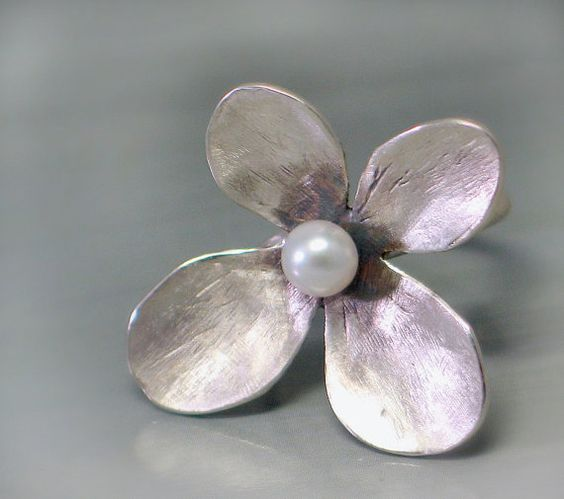 Flower Pearl ring in Sterling silver