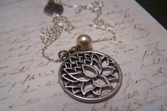 Beautiful necklace with a pearl and a lotus pendant.: Lotus, It Was, Yoga Meditation Inspired, Body Spirit, Beautiful Necklace, Meditation Yoga Esque Things, Fashion Jewelry, Fashion Things, Flower
