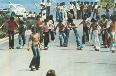 """""""Olha os skatistas no Rio de Janeiro em 1975 sofrendo com a """"ditadura""""""""."""