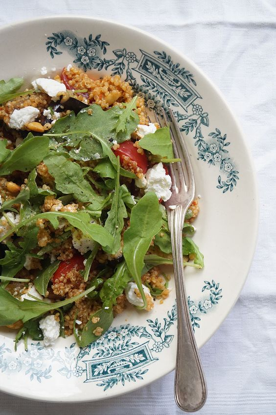 Deze Italiaanse quinoasalade is gemakkelijk te maken, gezond en licht verteerbaar. Quinoa leent zich uitstekend om als vegetarisch hoofdgerecht te serveren.