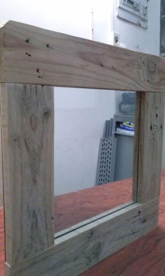 Espejo cuadrado con marco de madera de palet elpuntoylai for Espejos con marco de madera