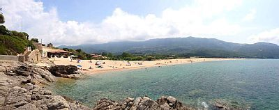 Location vacances appartement Calcatoggio: Panoramique de la plage