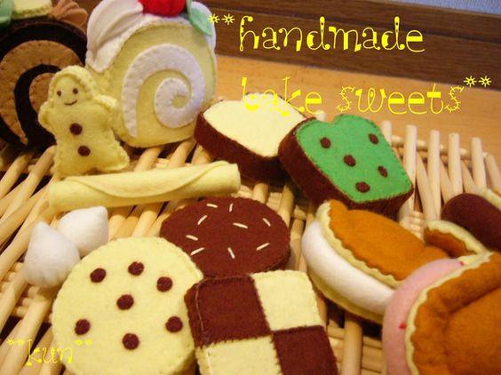 フェルトで作ったスイーツです。 *ロールケーキ*パウンドケーキ*ワッフル*クッキーいろいろ~ ままごとに。かごに入れてプレゼントにも。。。|ハンドメイド、手作り、手仕事品の通販・販売・購入ならCreema。