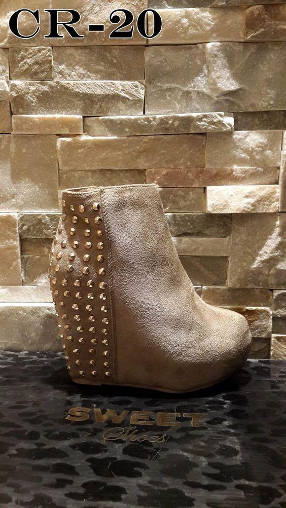 botinetas plataforma, taco escondido y tachas sweet shoes
