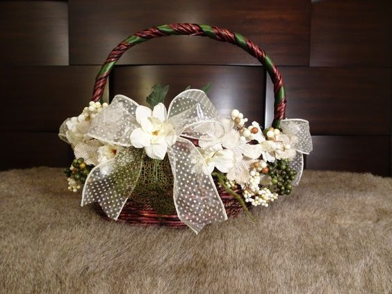 Rustic and White Wedding Favors Basket | Rustic Wedding, Favors Basket, White Basket, Wedding Basket, Floral Basket, Rustic Basket, Organza by TheGiftBasketry on Etsy