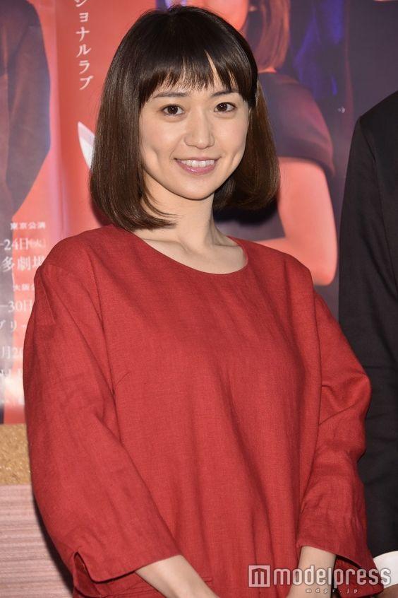 赤色ワンピの大島優子