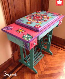 mesa de máquina singer, forrada com trapos.