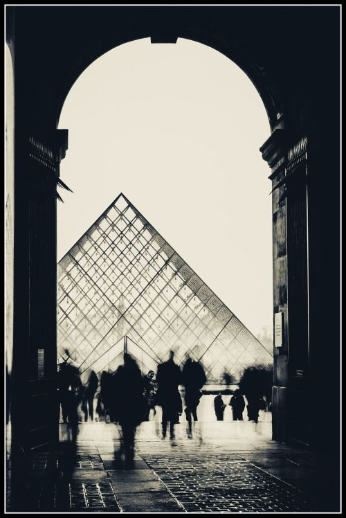 Pyramid Ghosts. (via lensandshutter)