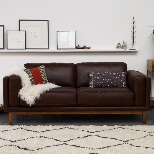 Không gian phòng khách trang trí thông minh dù mua sofa da ở đâu