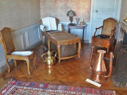 Visite du château de Vaux le Vicomte , avec les Amis du Musée du Pays Châtillonnais...Une curiosité: une salle de bains..pas de l'époque de Fouquet, puisqu'en ce temps-là, nous dit notre guide , on ne se lavait que les ...extrémités !