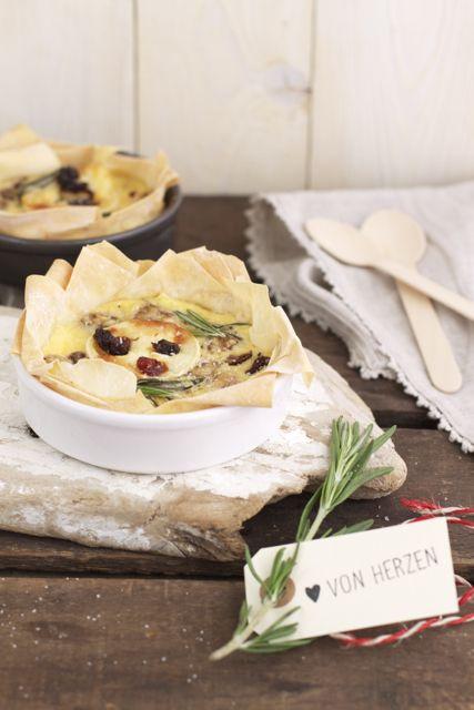 Ziegenkäsetarte mit Cranberrys, Rosmarin, Walnüssen und Honig