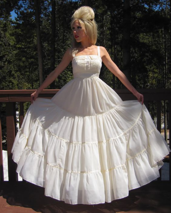 this is a very gorgeous look! - Gunnie Sax dresses and other ...