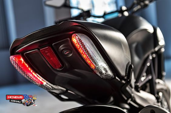 Ducati-Diavel-Carbon-2016-Pipes-Tail.jpg (1920×1278)