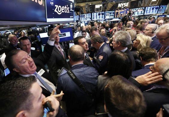 Wall Street fecha no azul com sinais de fortalecimento da economia dos EUA - http://bit.ly/1w5ZpQc  #BolsadeValores, #Destaques, #ÚltimasNotícias - #Ações, #Bolsas, #Eua, #Indicadores, #Trabalho