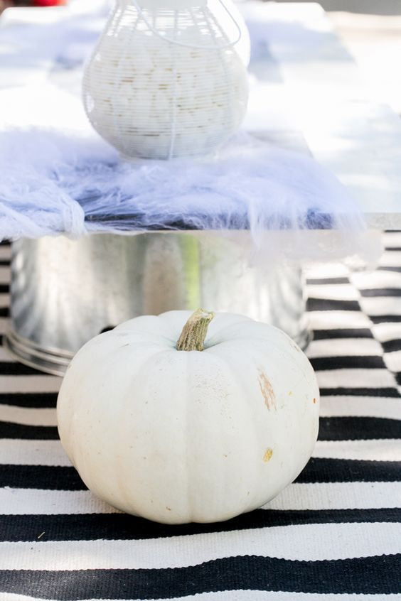 A simple black and white theme for your Halloween party is spooky chic! #DIY