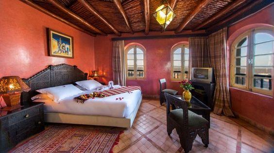 Un ambiente accogliente in stile marocchino - Una camera da letto dai colori caldi con mobili marocchini.