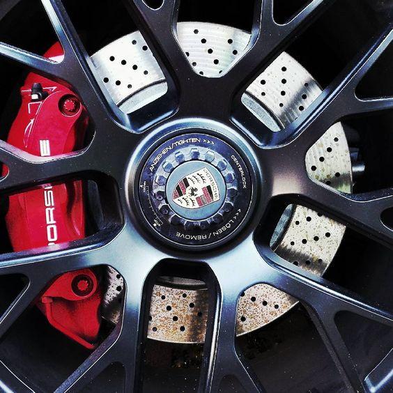 #felgen #bremsen #porsche #911 #911carrera #911carreragts #gts #karlsruhe #visitkarlsruhe #karlsruhetweets #cabriolet #cabrio #dreamcar #huaweip8lite #huawei #sportcar #stuttgart #zuffenhausen #carporn #rims #tiefbett #blackbeauty #porscheclub #luxury #luxus #richBADNERofinstagram