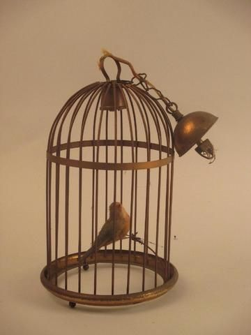 lustre cage oiseau cool ses lampes la fois ariennes et imposantes les formes et les usages with. Black Bedroom Furniture Sets. Home Design Ideas