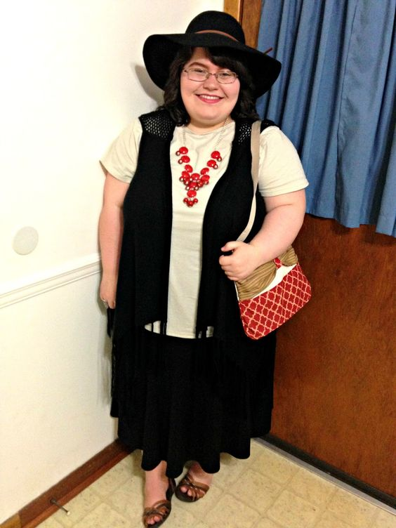 Unique Geek: Plus Size OOTD: Red & Brown #plussize #plussizeoutfit #plussizefashion #plussizeootd #plussizestyle #floppyhat #sandals #cream #red #black #fringevest: