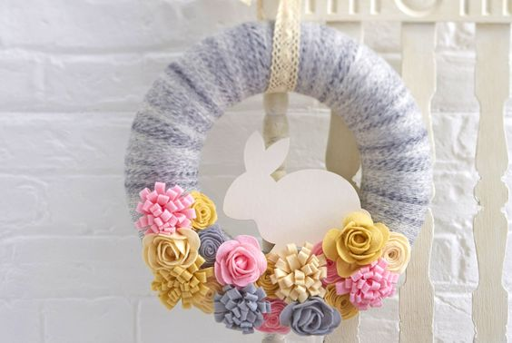 There is so much you can do with a felt sheet, this pretty Easter wreath uses felt sheets to create beautiful floral blooms to decorate your very own wreath, perfect for spring or Easter.