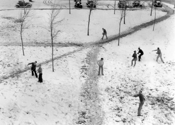 Snowball Fight at Oregon State University : 1930s